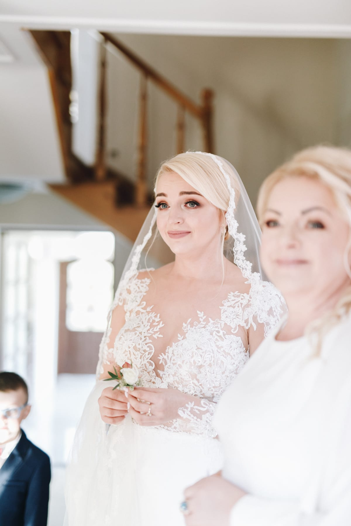 Ślub w małym, drewnianym kościele śluby