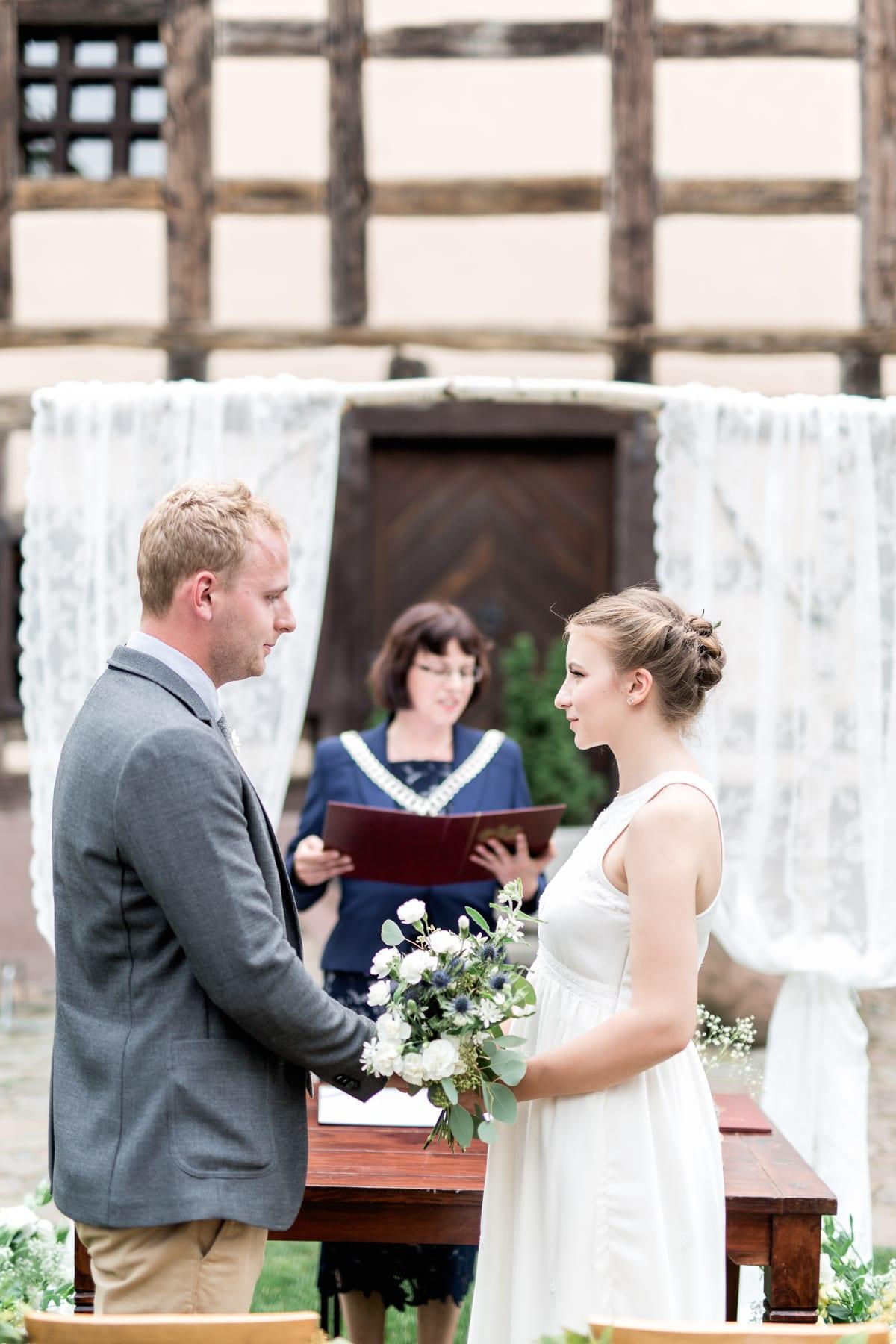 Ślub plenerowy w Spichlerzu Galowice śluby