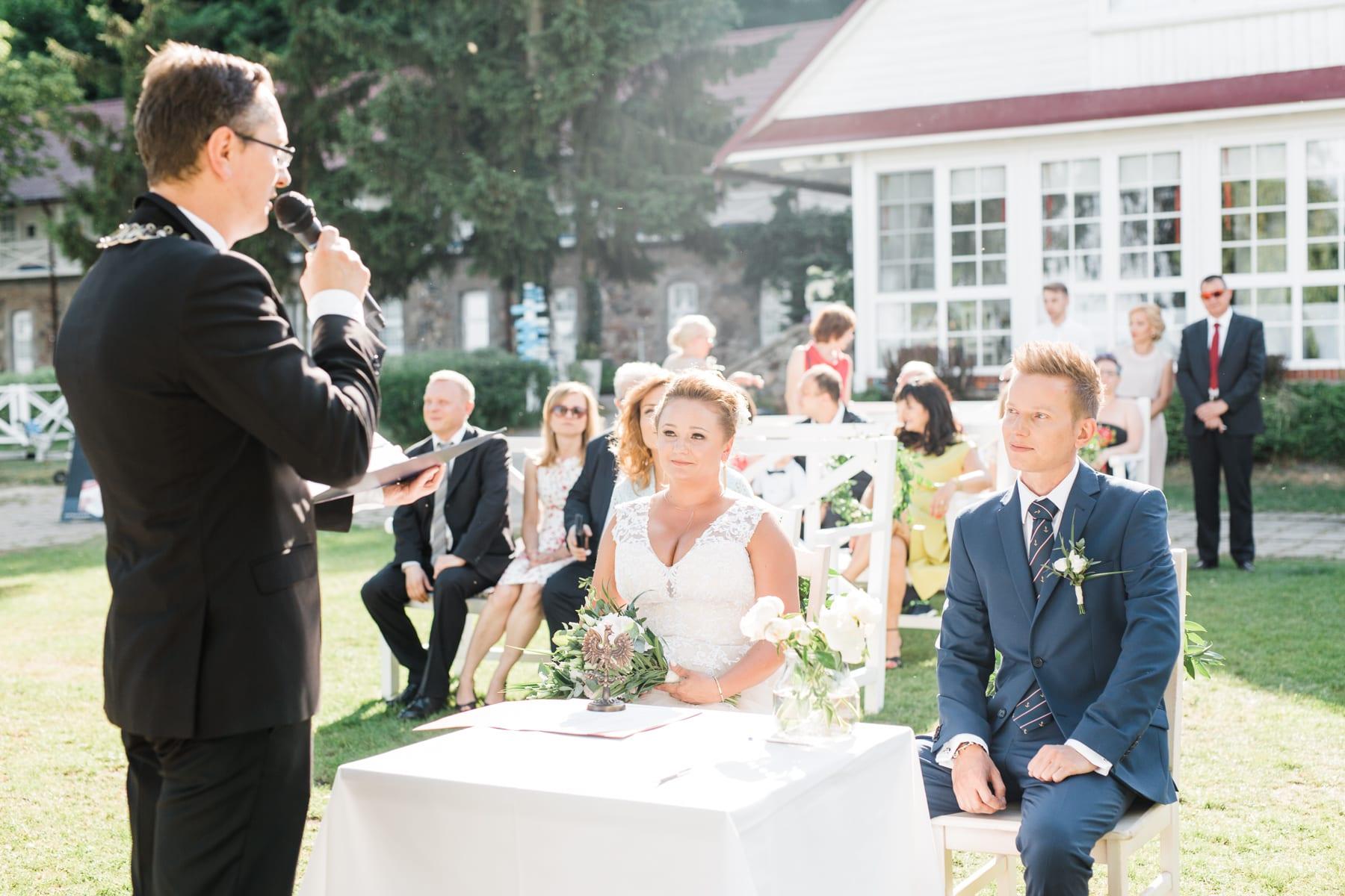 Aga i Adam | plenerowy ślub w Klubie Mila śluby