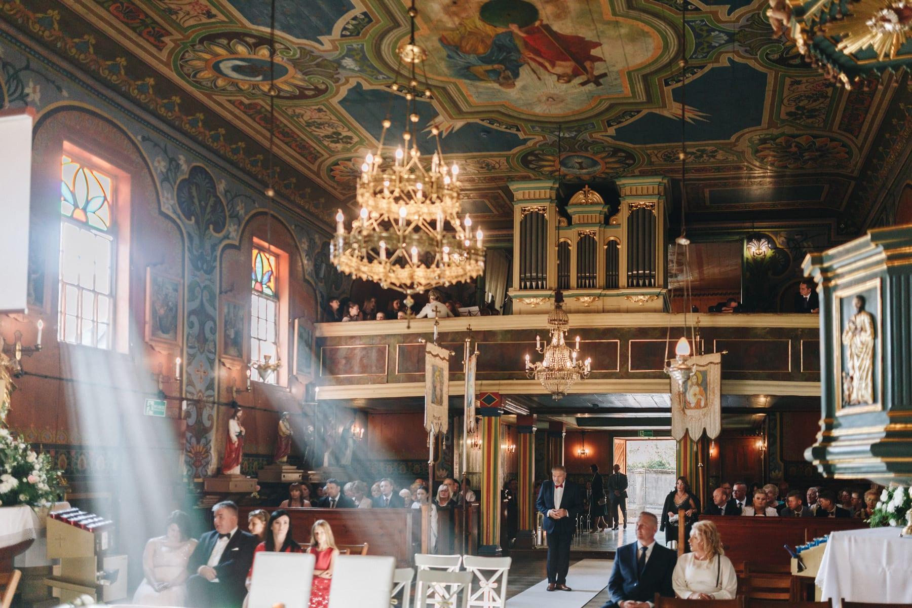 Ślub w drewnianym kościele-41