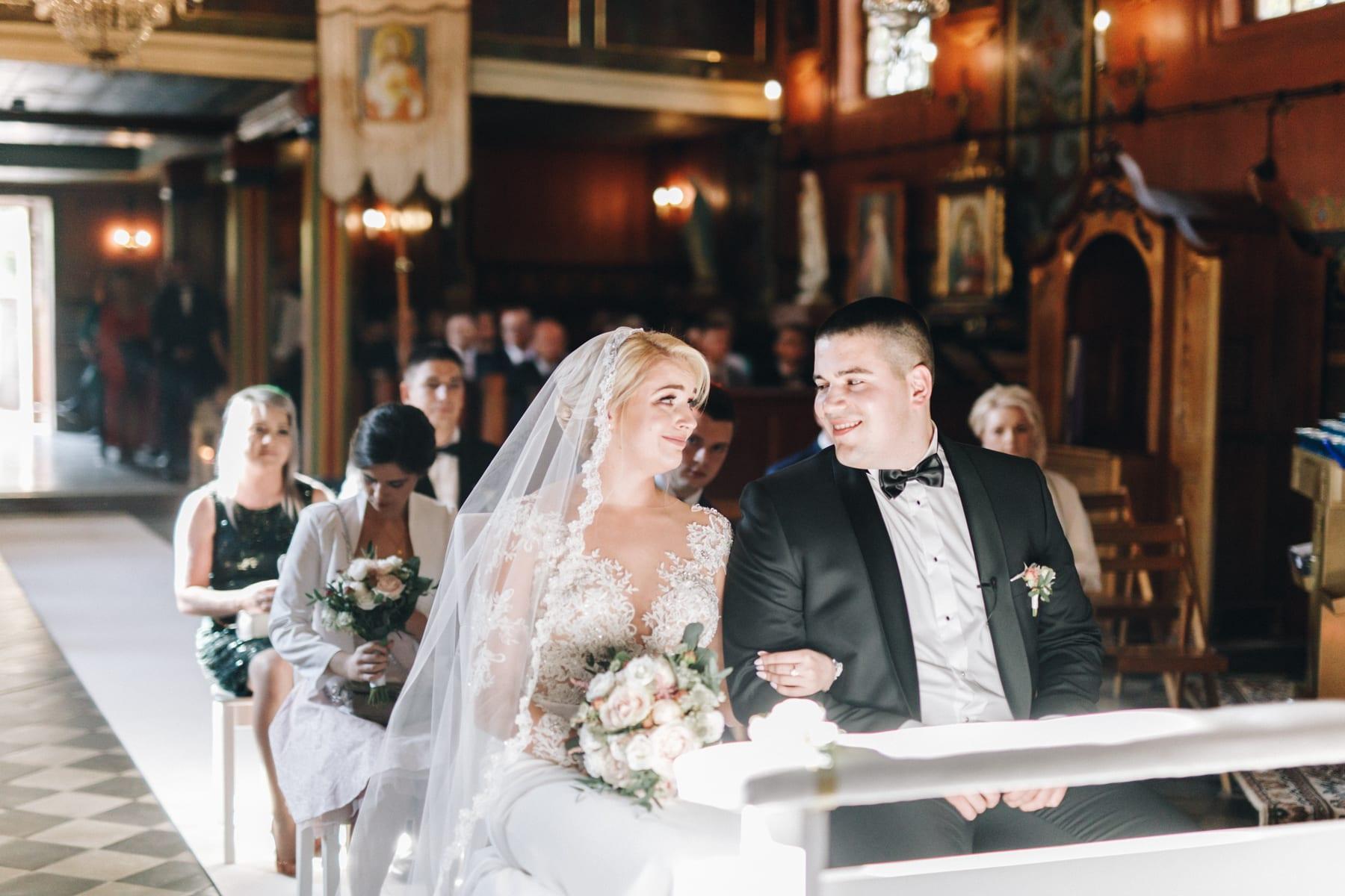 Ślub w drewnianym kościele-44