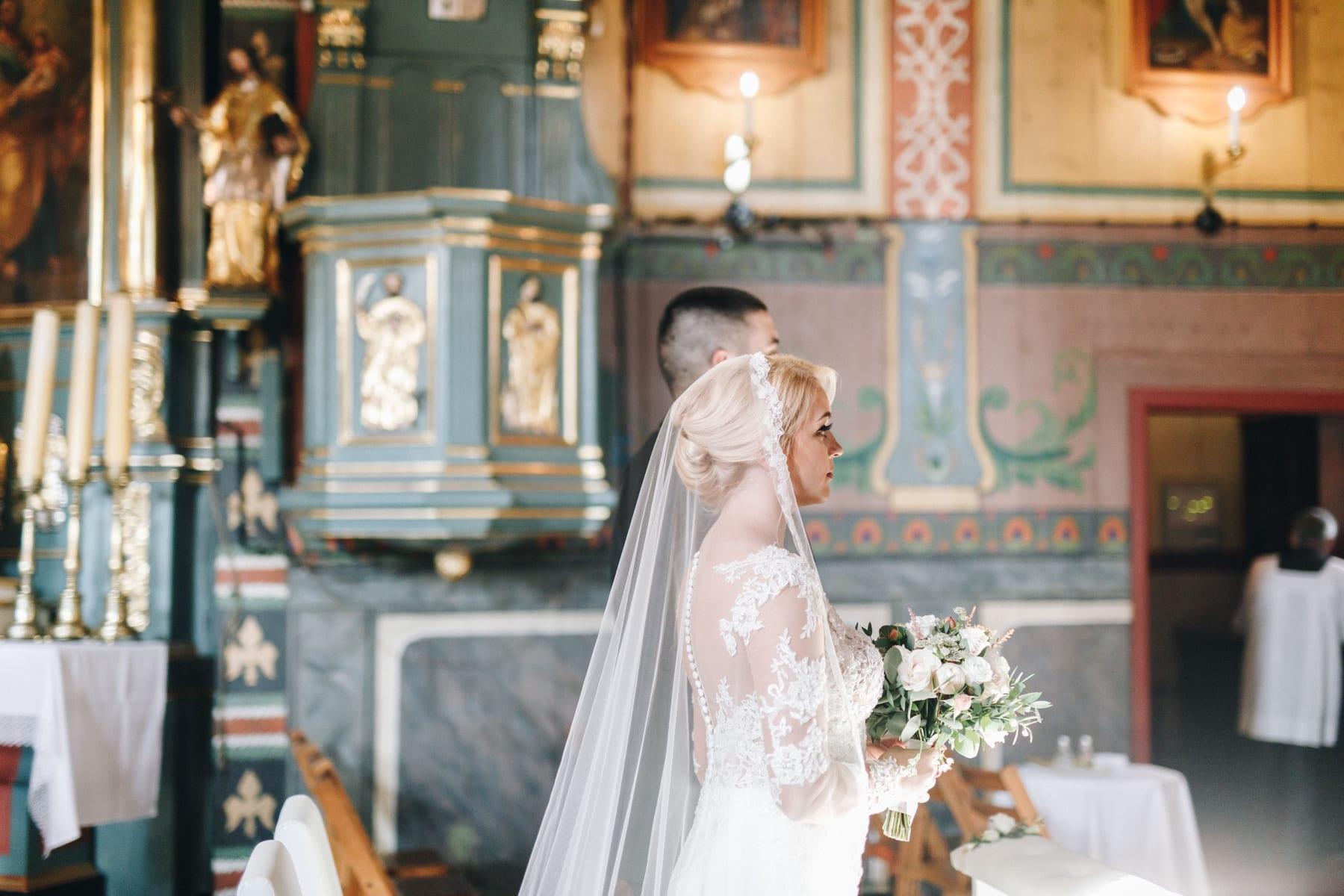 Ślub w drewnianym kościele-46
