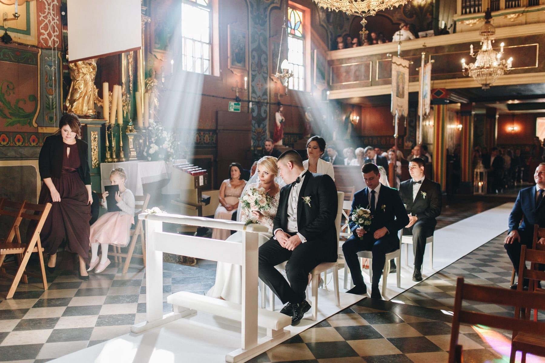 Ślub w drewnianym kościele-47