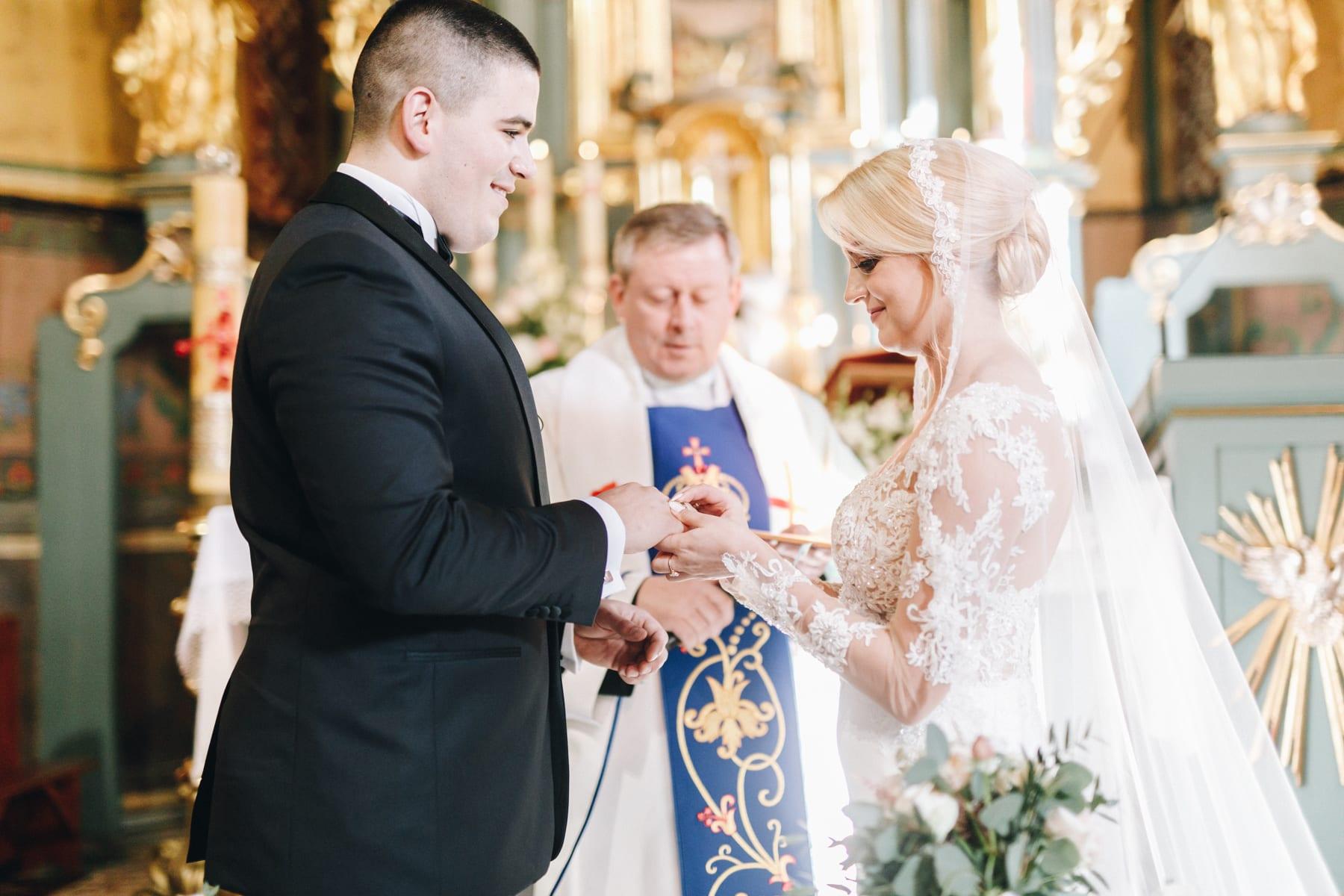 Ślub w drewnianym kościele-52