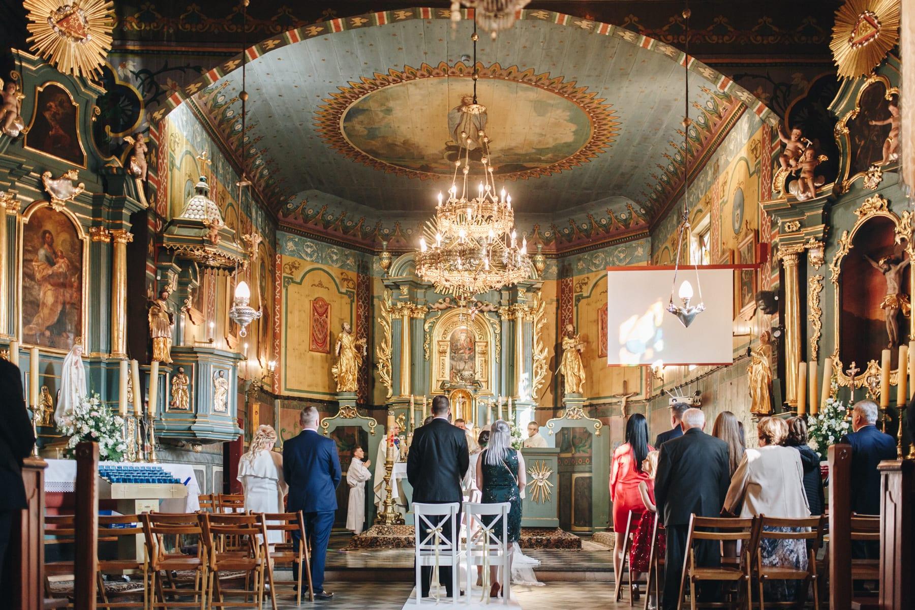 Ślub w drewnianym kościele-55