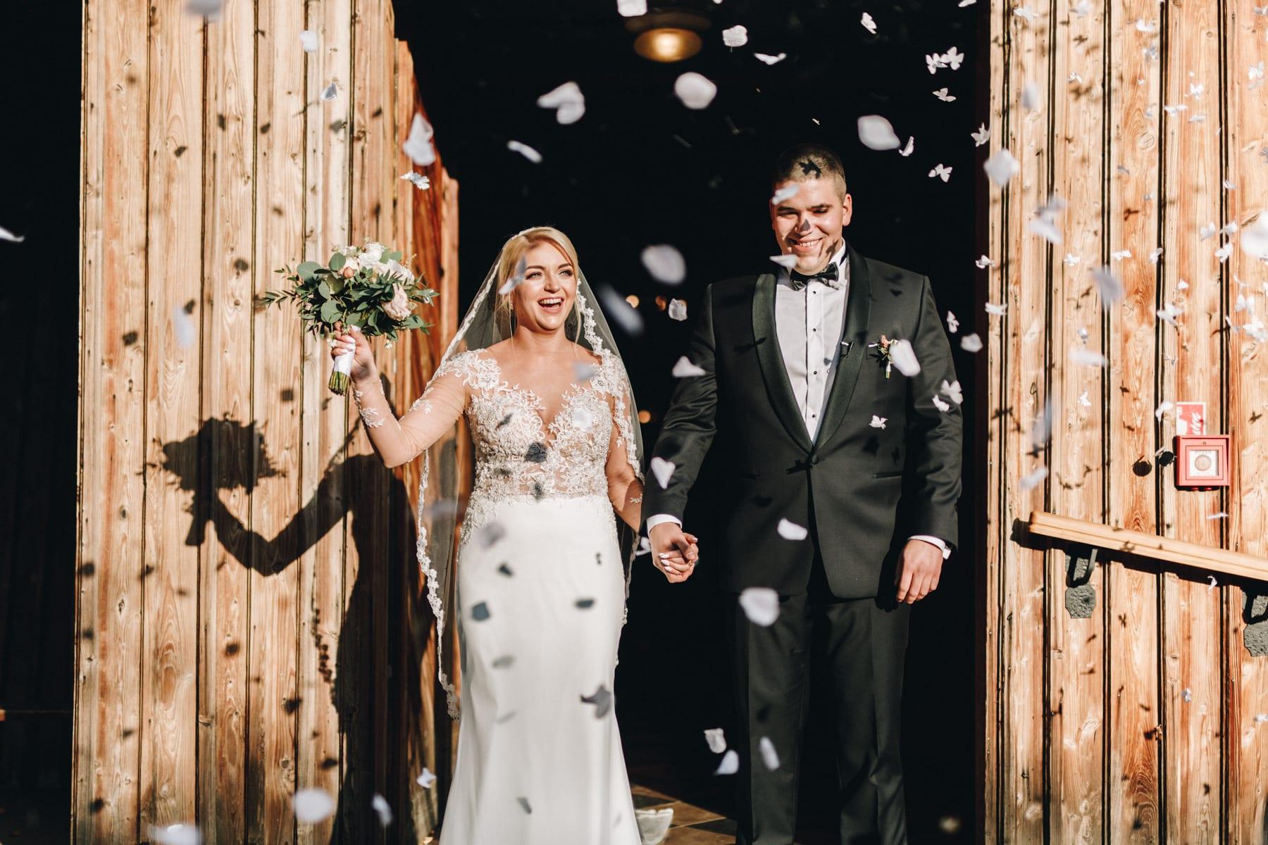 Ślub w drewnianym kościele-61